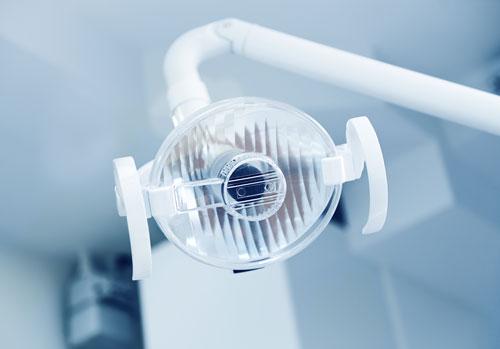 OP- Lampe für einen Sinuslift- Eingriff